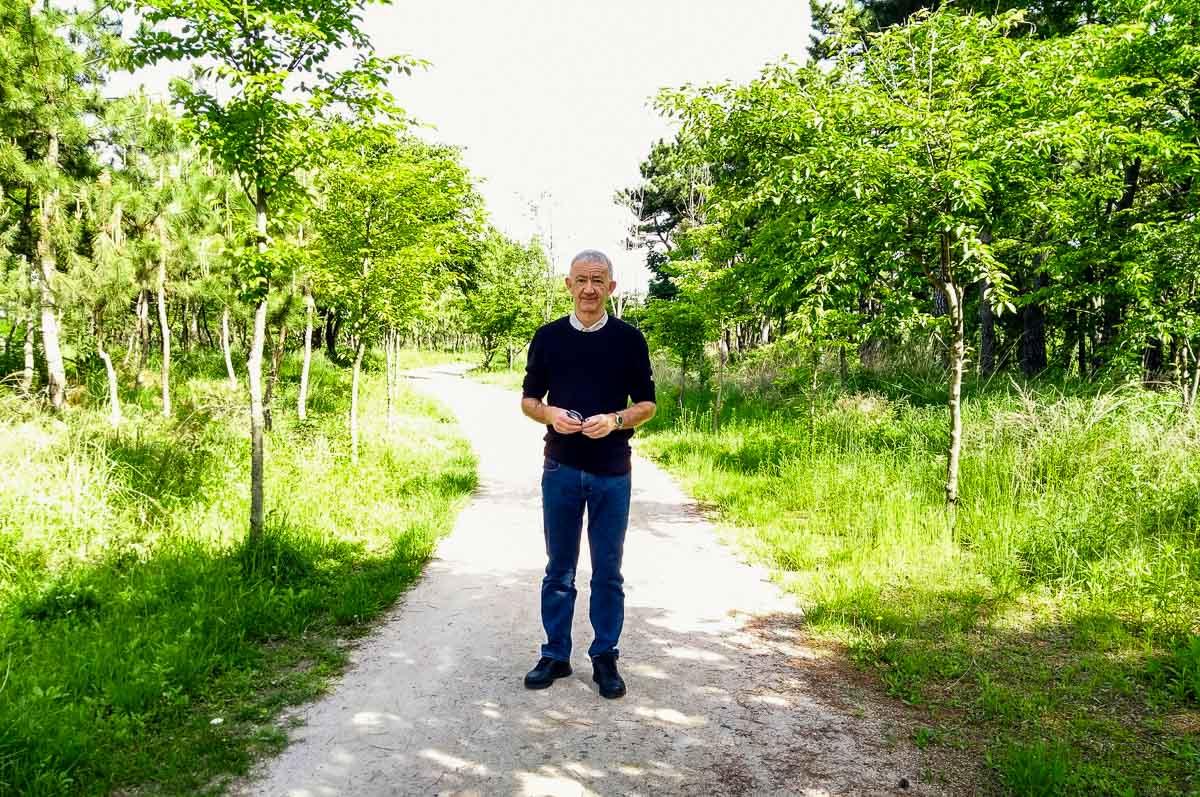 Walking in an Incheon park