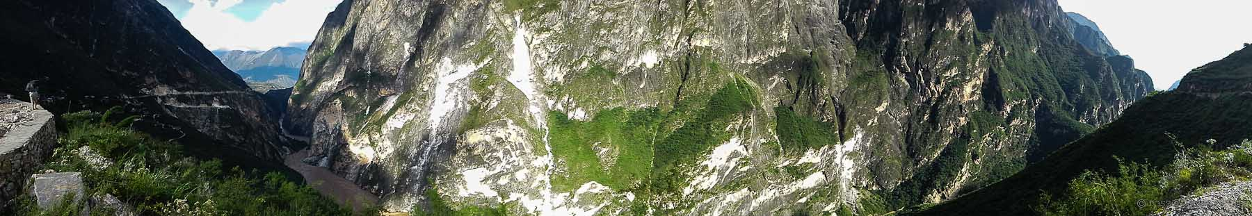 Tiger Leaping Gorge near Walnut Garden